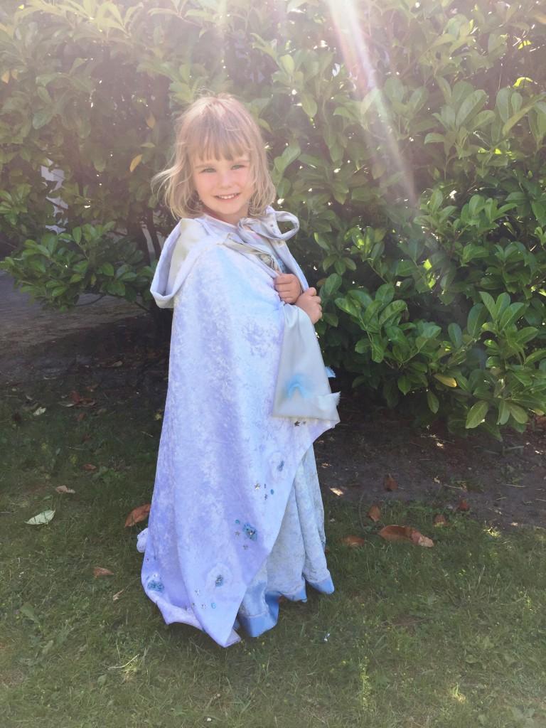 2016 juni 26 fra Susan og Dennis Athea Frozen kjole 17